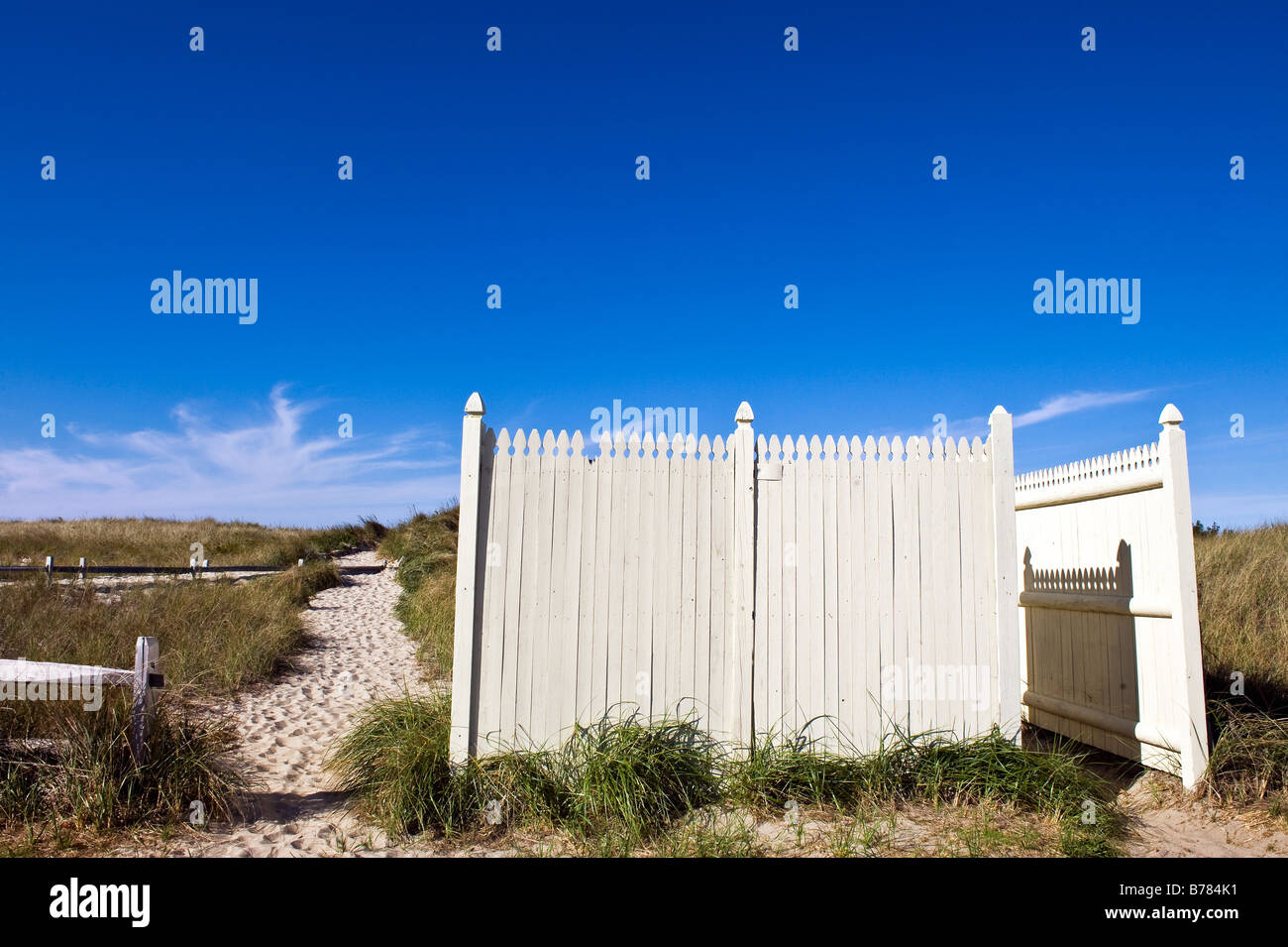 Dune path leading to the beach and public bathroom, Crosby Beach, Brewster, Cape Cod, Massachusetts, USA - Stock Image