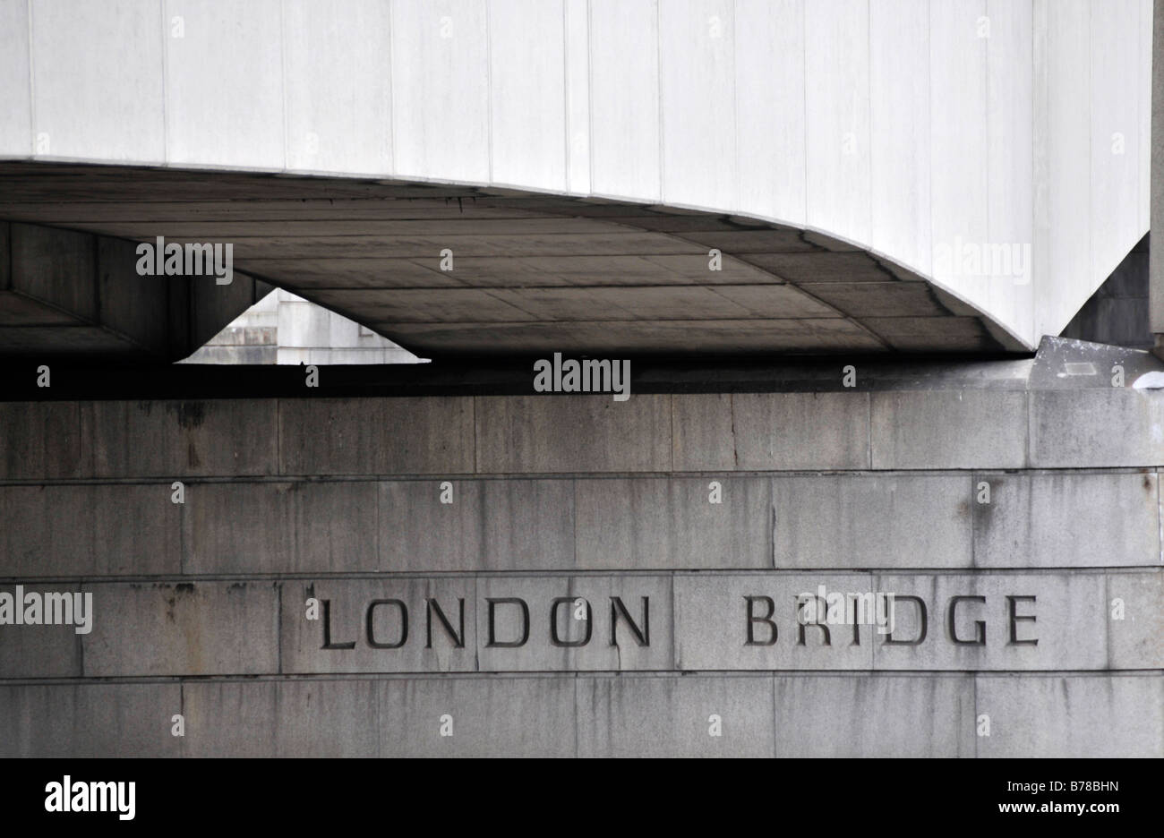 London Bridge writing on pillar stone - Stock Image