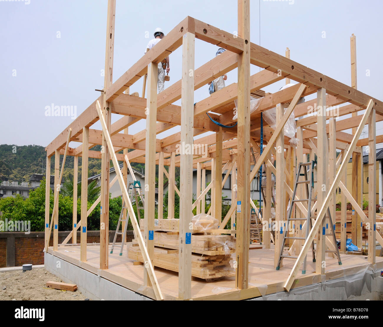 Assembly of a modern prefabricated house in light wooden framework ...