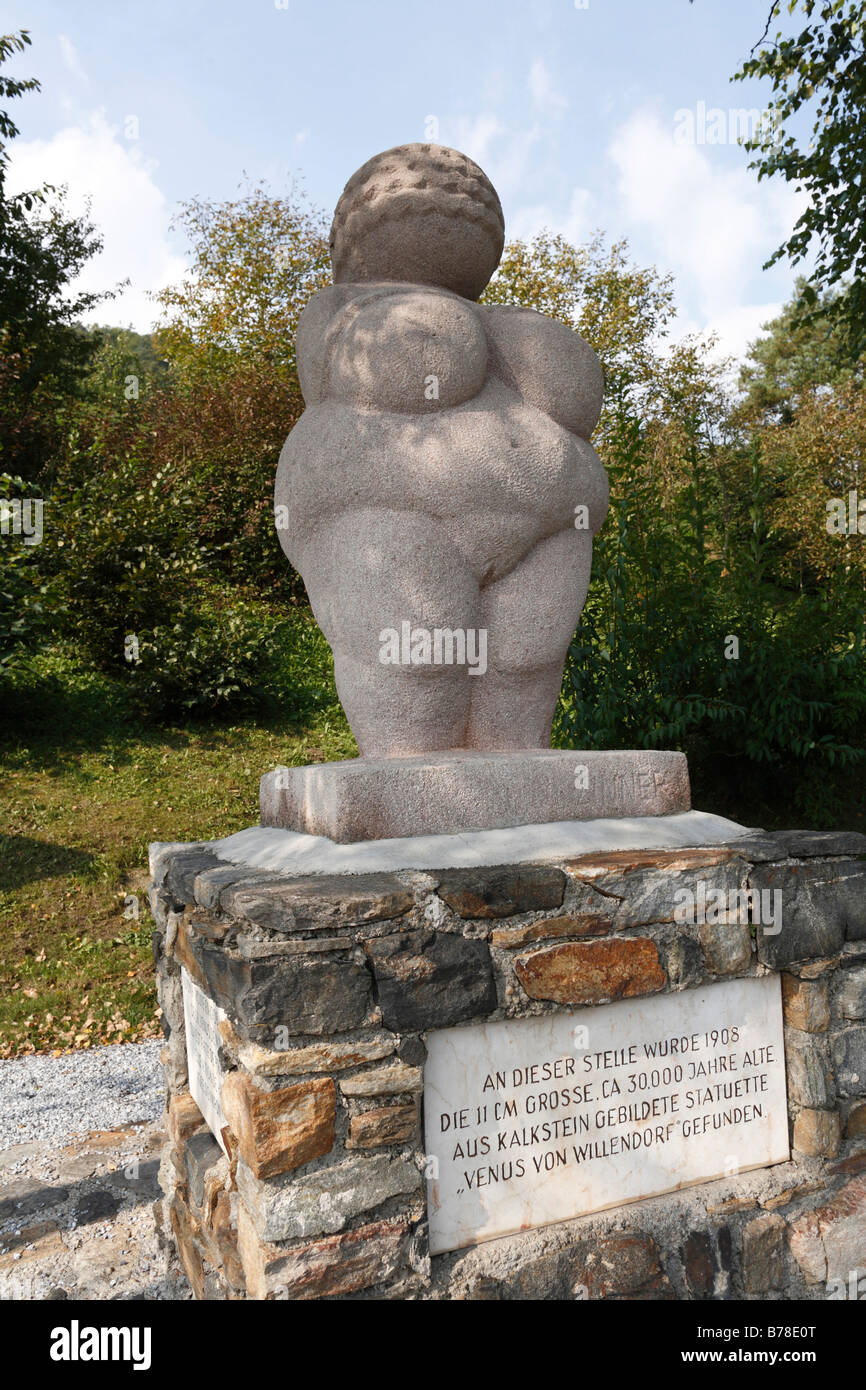 Oversize copy of the 'Venus of Willendorf', in the place of discovery in Willendorf, Wachau, Waldviertel - Stock Image