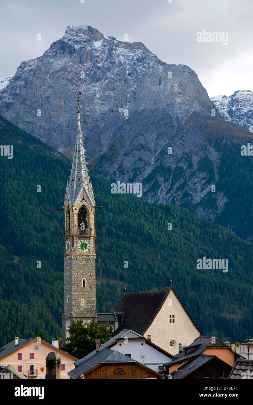 Roofs and church spire of the Reformed Church in front of Piz Lischana, Unterengadin Dolomites, Sent, Lower Engadin, - Stock Image