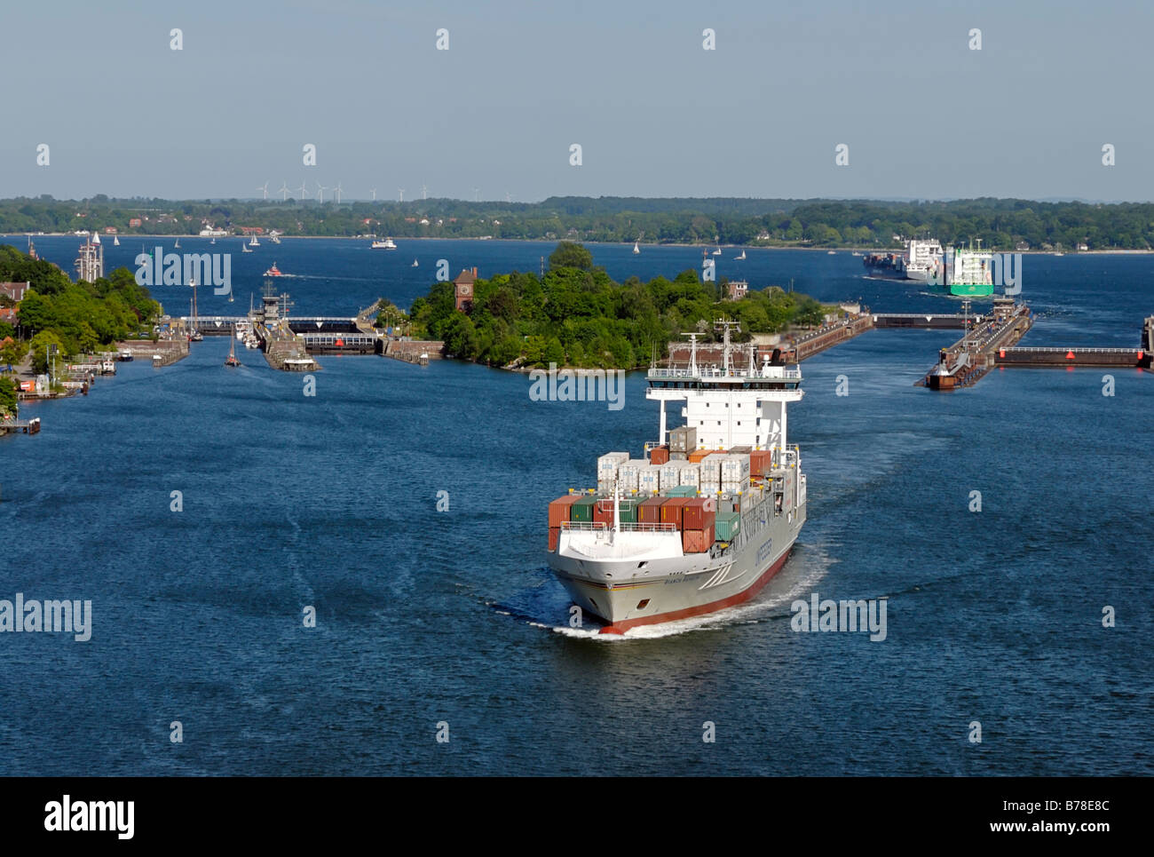 Holtenau floodgate with containerships and sailing ships, Kiel, Schleswig-Holstein, Germany, Europe - Stock Image