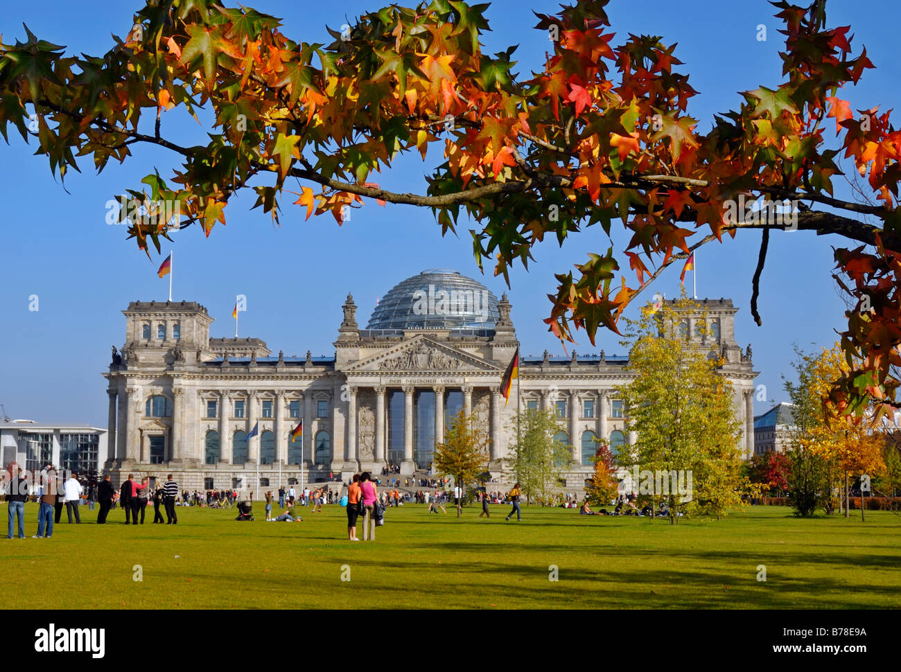Tourists in front of the Reichstag building in autumn, seat of the German Bundestag, government district, Bezirk - Stock Image