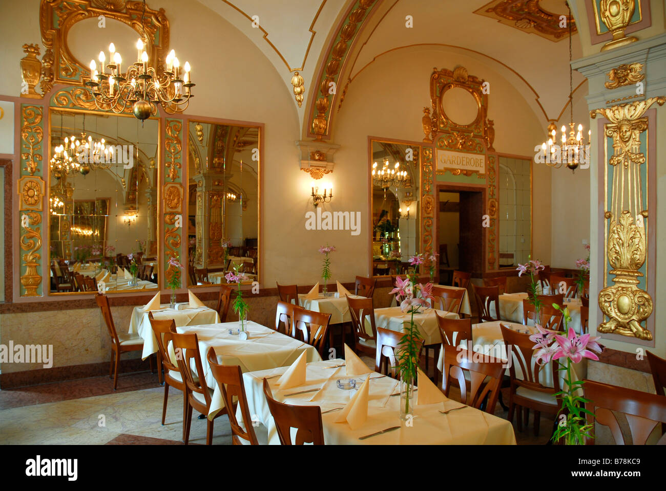 Keller Restaurant café bistro Orlando, interior decoration, gold and ...