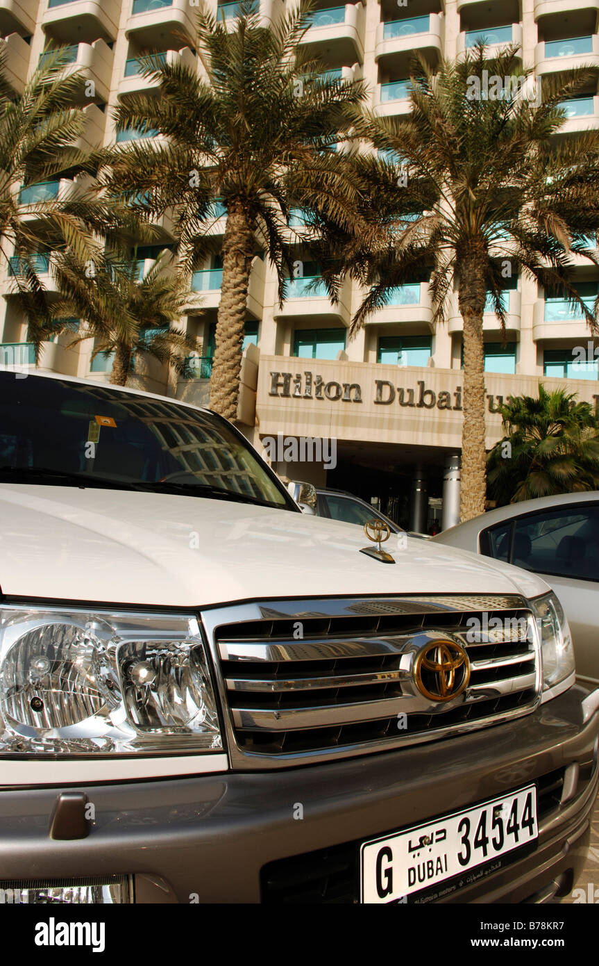 Car in front of Hilton Dubai Jumeirah, Dubai, United Arab Emirates, Middle East - Stock Image