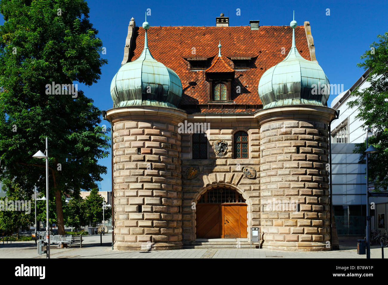 Former armoury with onion domes, today a police station, Pfannenschmiedgasse 24, old city, Nuremberg, Middle Franconia, - Stock Image