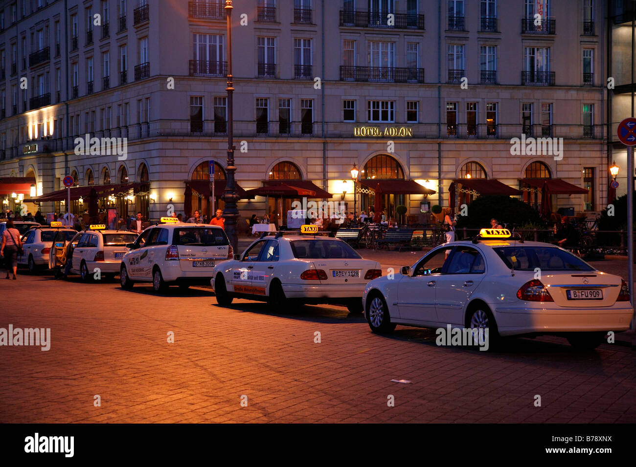 Taxi rank at the Adlon Hotel, Unter den Linden, night photograph, Bezirk Mitte or Central Region, Berlin, Germany, - Stock Image