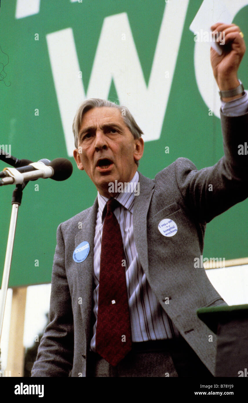 NHS WORKERS DAY OF ACTION LONDON MARCH 22 9 82 Len Murray of the TUC speaks to the gathered crowds after Tory Government - Stock Image