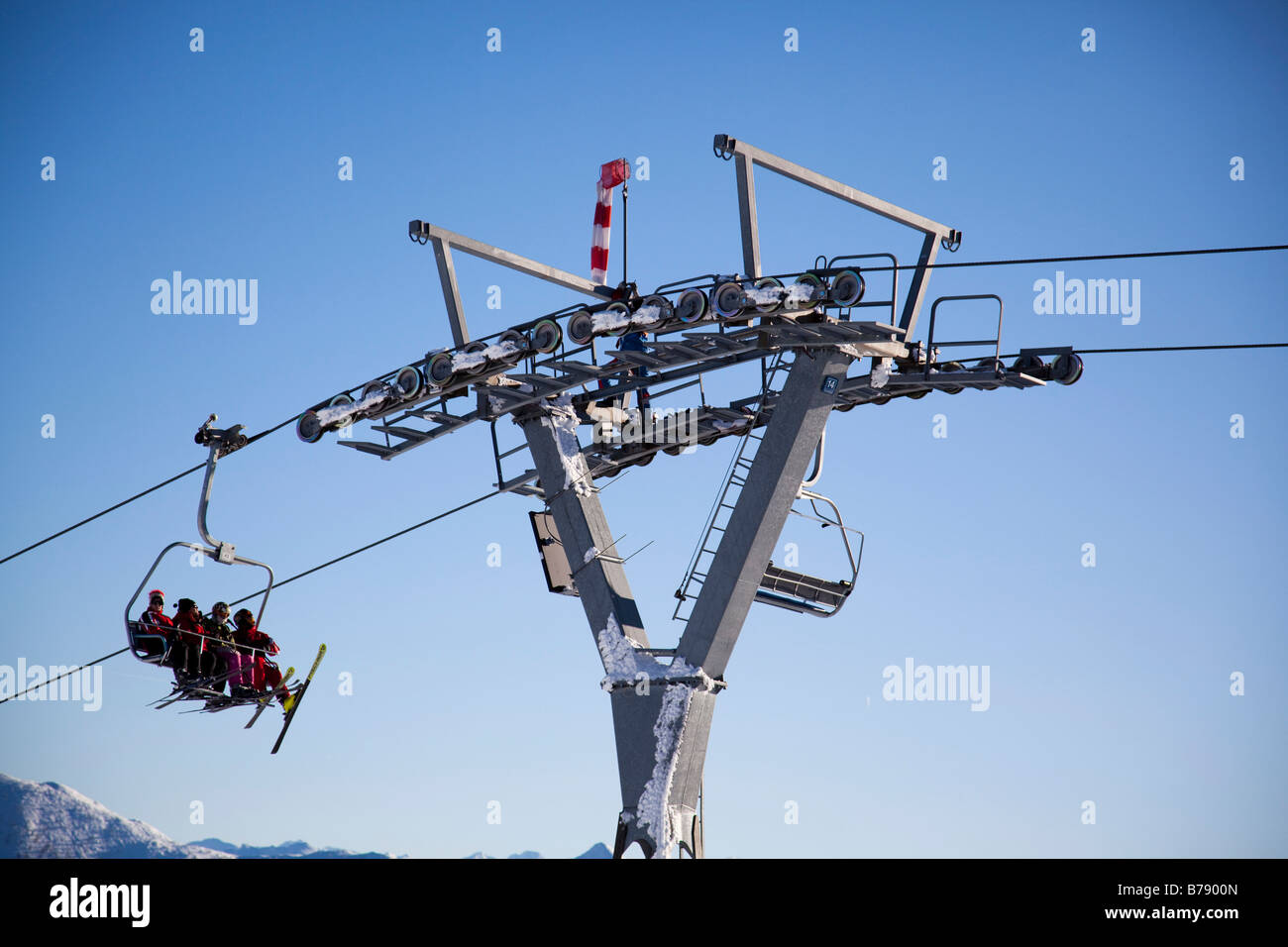 Griesskareck high plateau, view of the 4-people-chairlift of Flachau, detail, technician repairing a dysfunction, - Stock Image