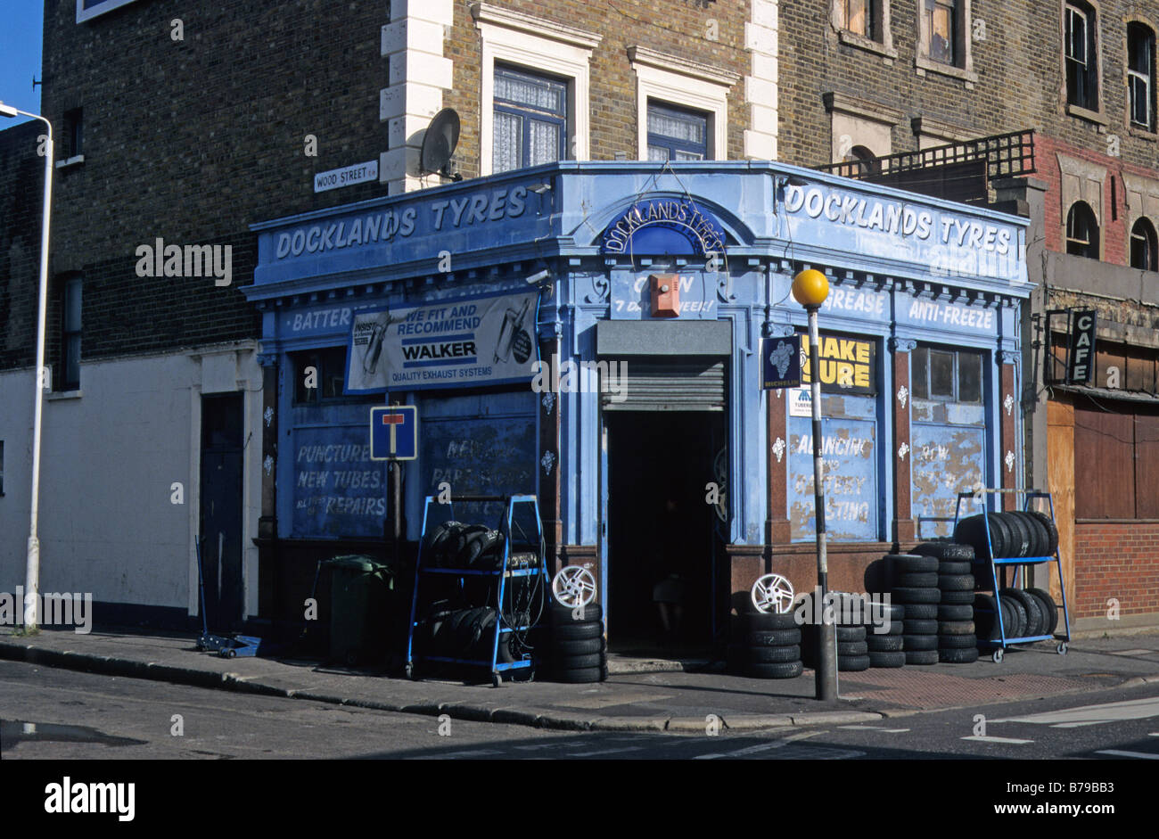 Tyre shop in Victoria Dock Road, London E16. - Stock Image