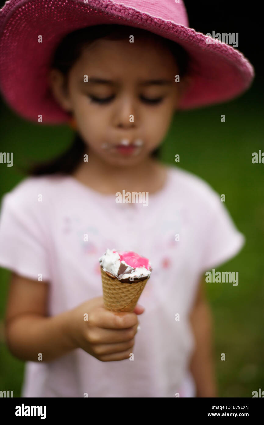 Five year old girl eating ice cream - Stock Image