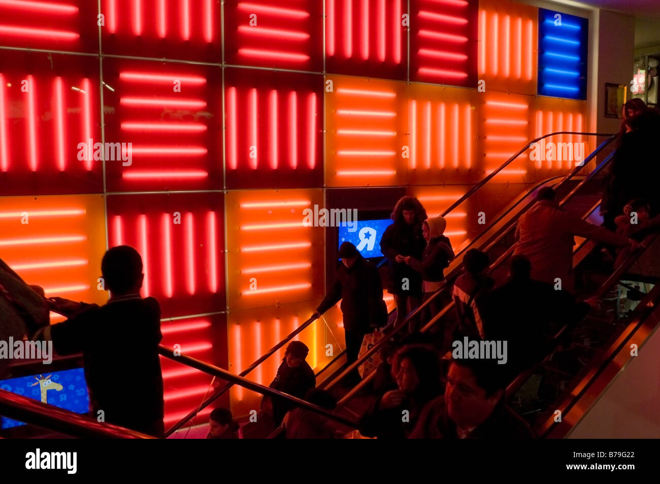New York NY 19 December 2008 Christmas shoppers at Toys R Us in Times Square ©Stacy Walsh Rosenstock/Alamy - Stock Image