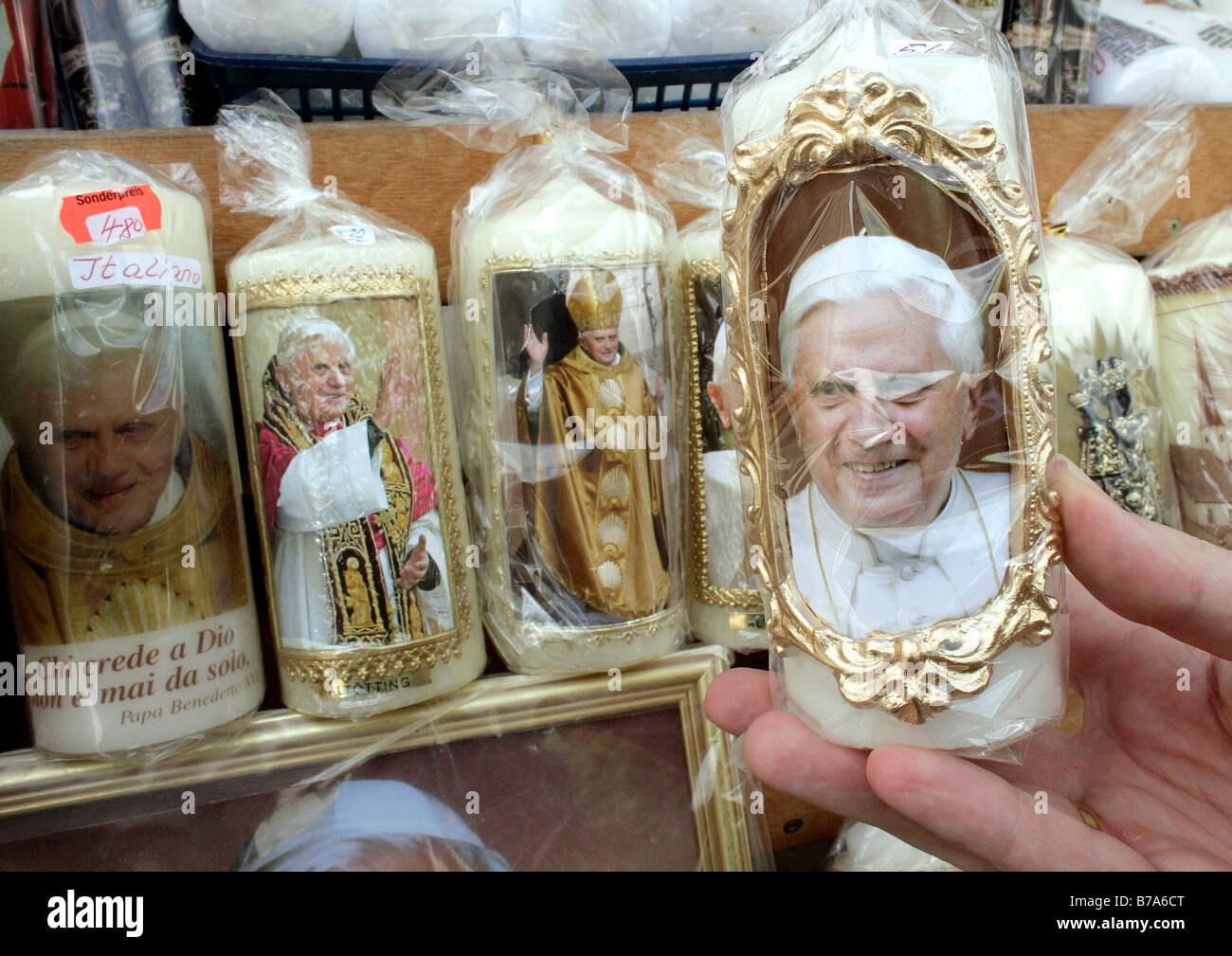 Candles with the picture of Pope Benedikt XVI. in a devotional objects shop in the Bavarian pilgrimage town of Altoetting, - Stock Image