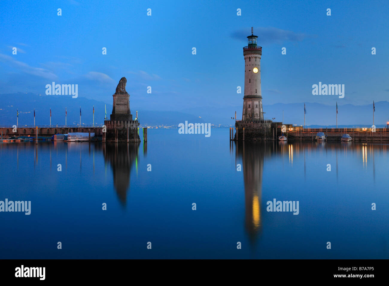 The Bavarian lion and the new lighthouse built in 1856 in Lindau at Lake Bodensee, Swabia, Bavaria, Germany, Europe - Stock Image