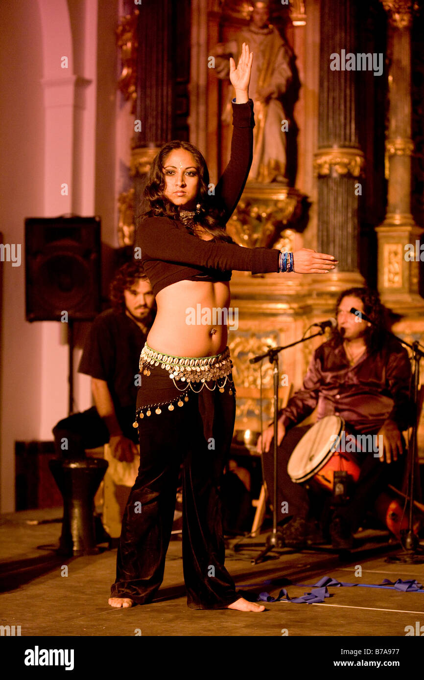 Dancer and musicians at a flamenco belly dance jam session in the chapel of the Monasterio de la Cartuja in Seville, - Stock Image