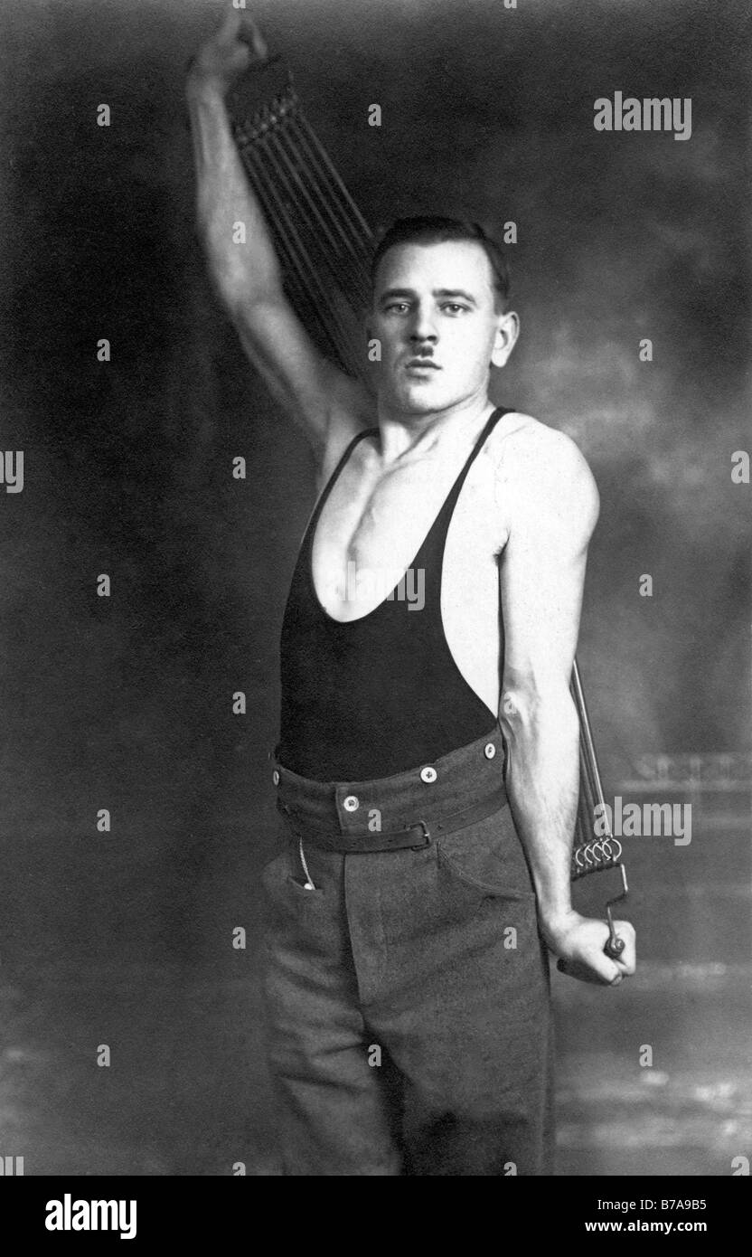 Historical photo, man with expander, fitness utensil, ca. 1920 - Stock Image
