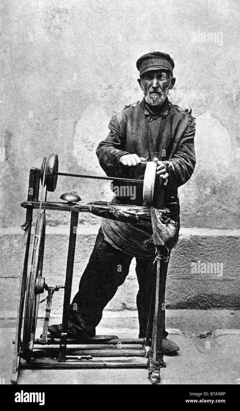 Historic photo, handicraft, scissor polisher, ca. 1910 - Stock Image