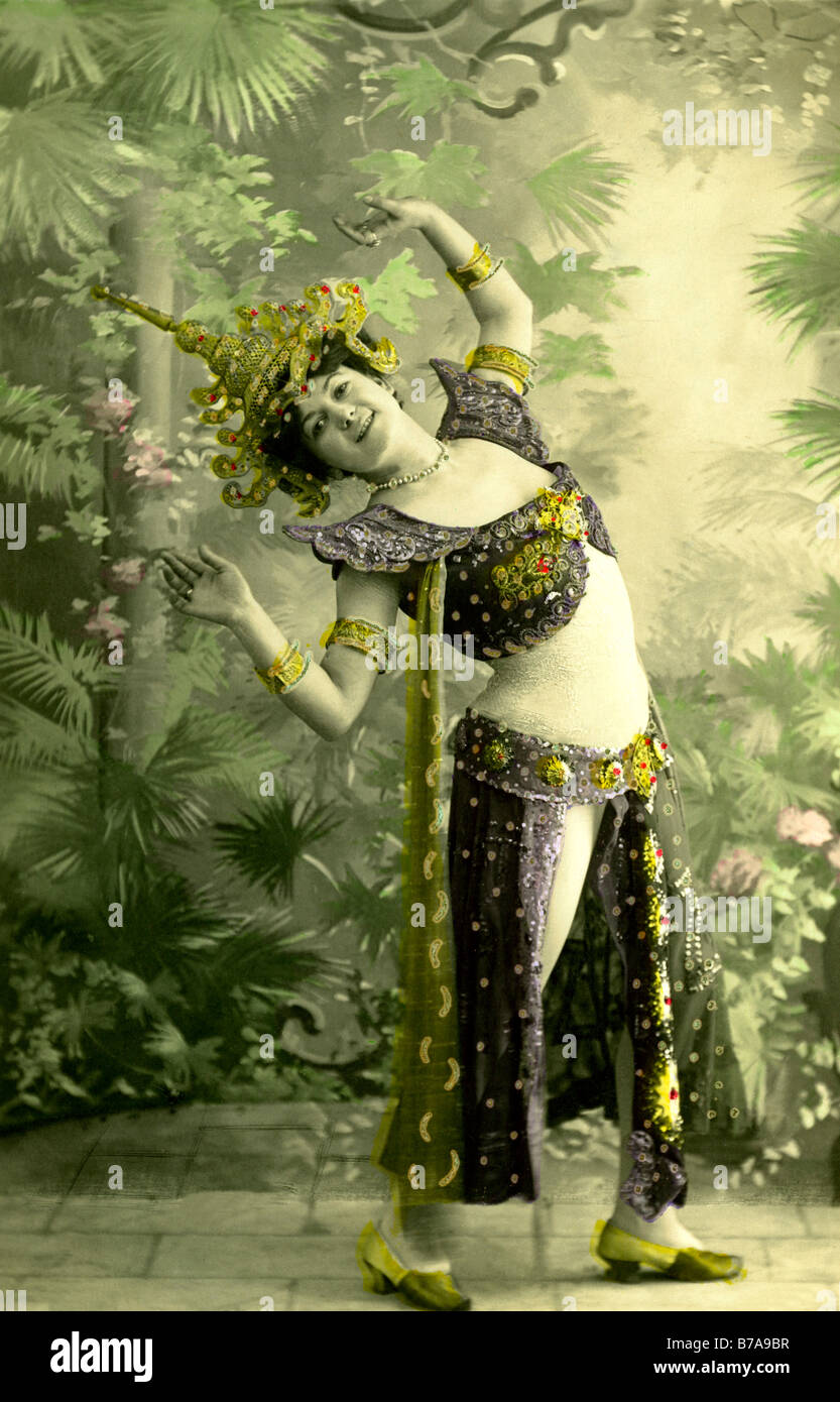 Historic photo, European woman dressed up as Thai or Indonesian temple dancer, ca. 1910 - Stock Image