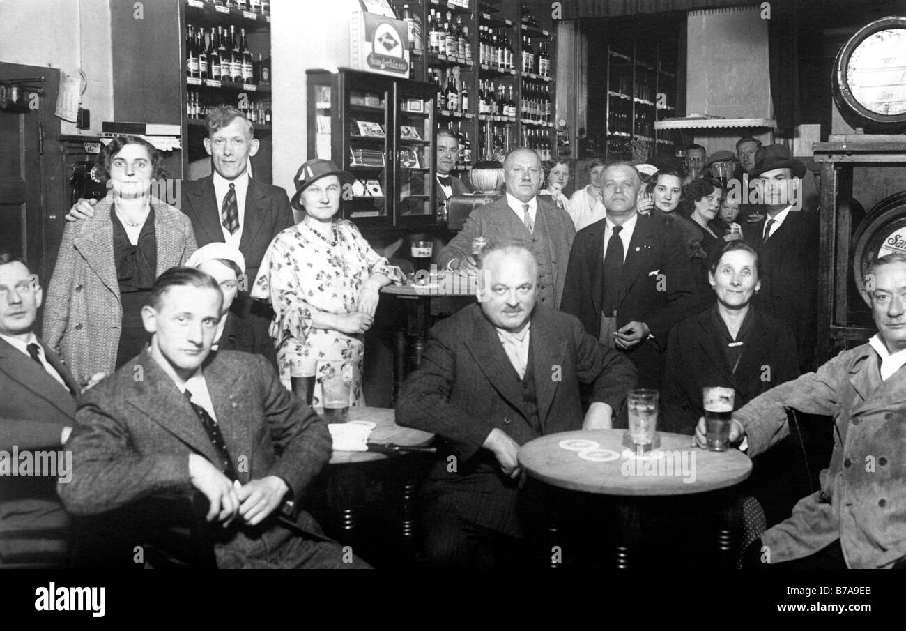 Historic photo, guests in pub, around 1915 - Stock Image