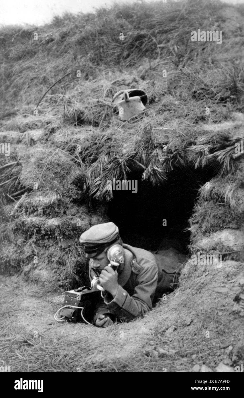 """Historic photo, First World War, """"Artillery - observation point in contact over the telephone with the battery"""" Stock Photo"""