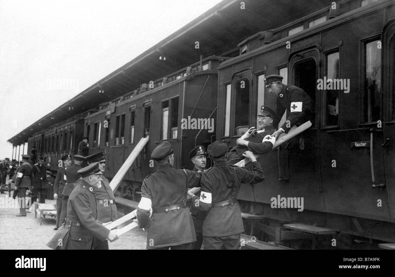 Historic photo, First World War, emergency medical technicians - Stock Image