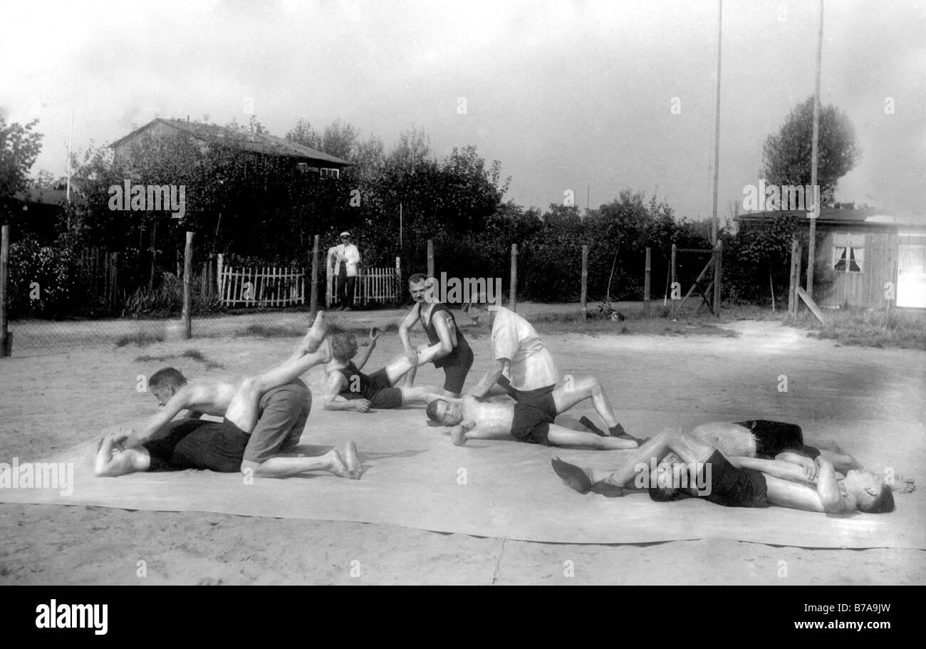 Historic photo, wrestlers training, ca. 1920 - Stock Image