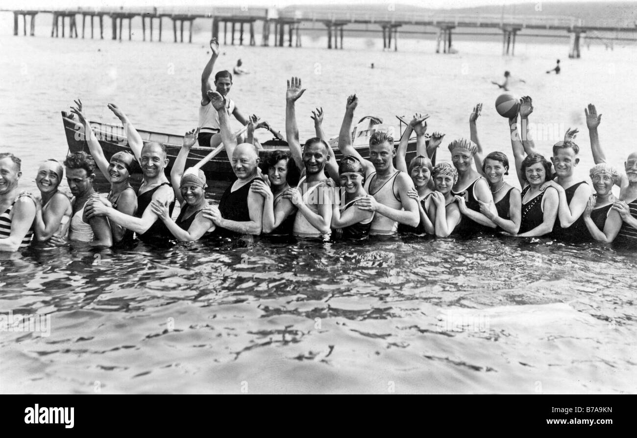 Historic photo, group of bathers, ca. 1930 - Stock Image