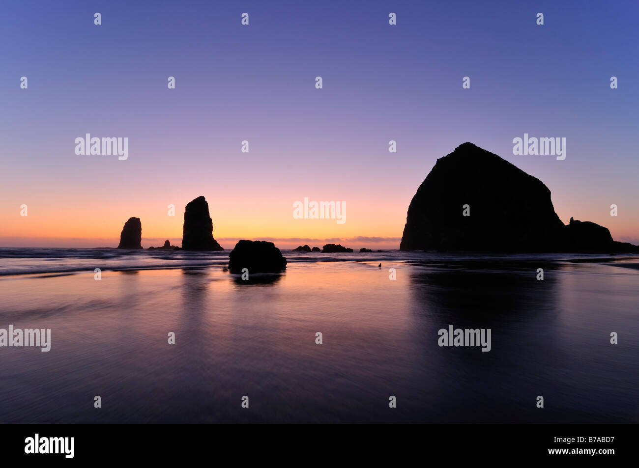 The famous Haystack Rock, monolith, solidified lava rocks at Cannon Beach, Clatsop County, Oregon, USA, North America - Stock Image