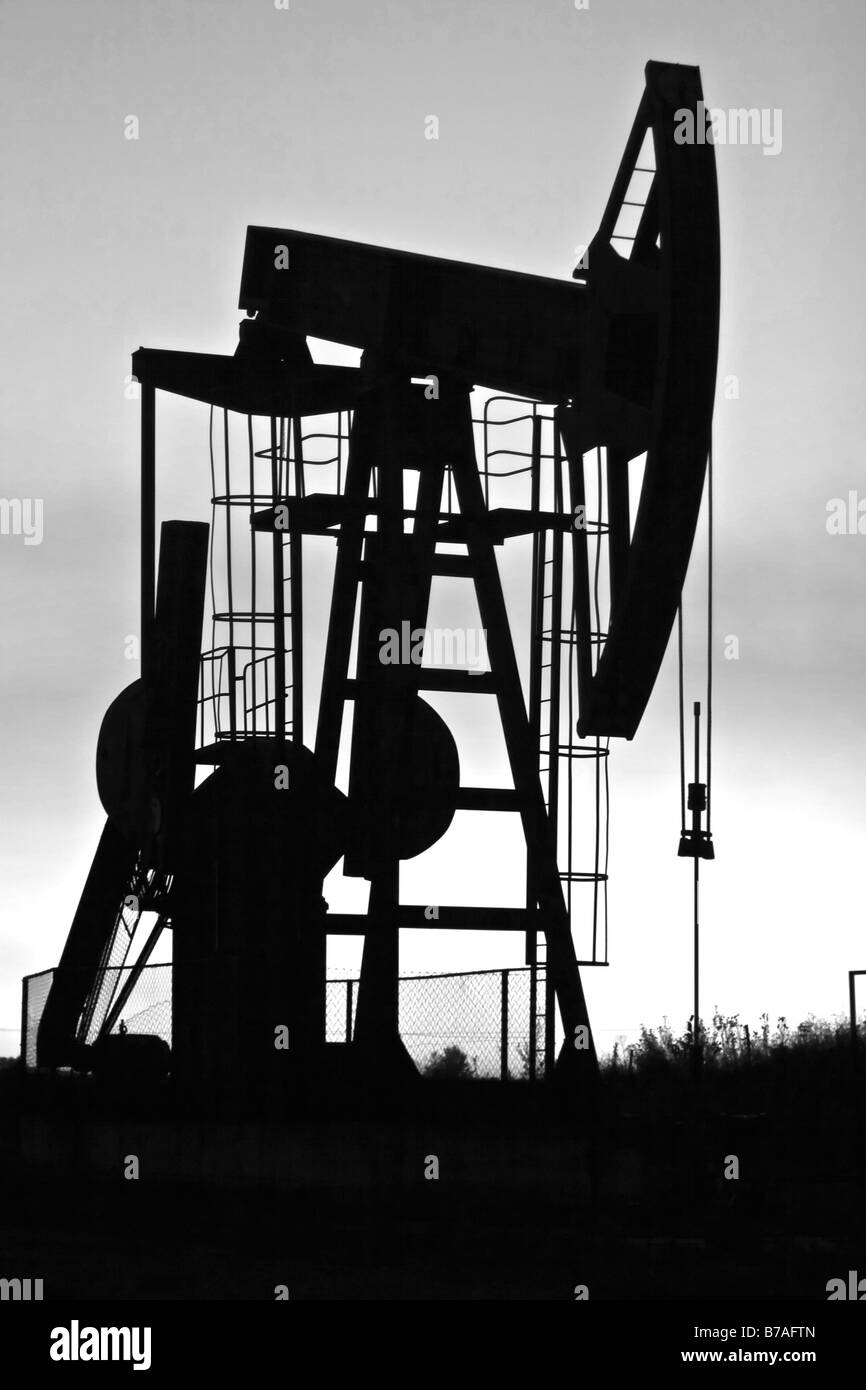 industrial pump jack silhouette b&w - Stock Image