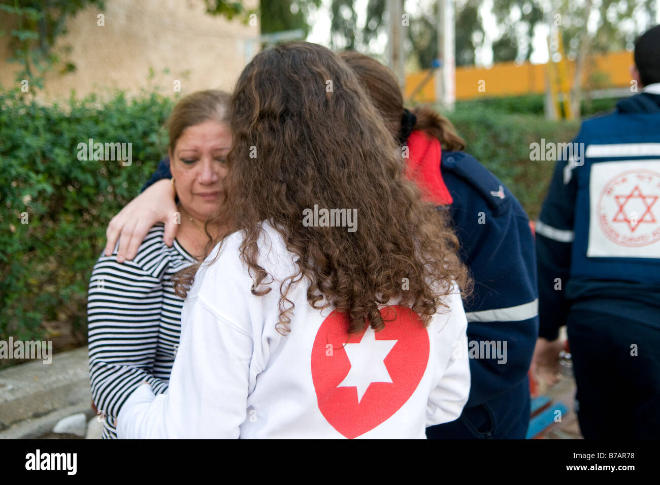 An Israeli woman is evacuated in shock from the scene of a Palestinian Qassam rocket attack in the town of Sderot, - Stock Image