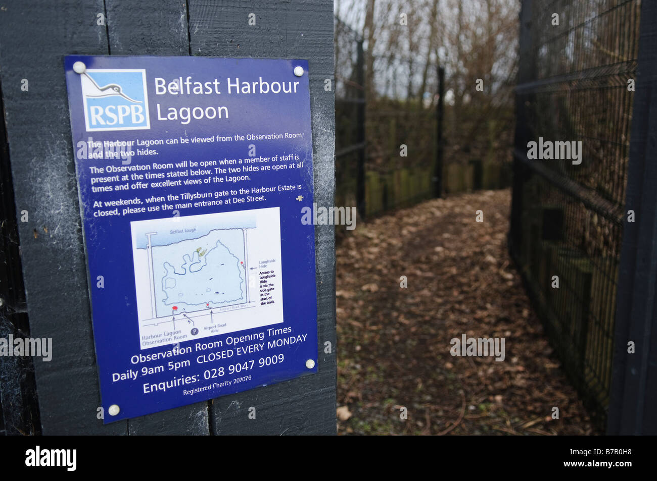 Sign at entrance to bird hide at the RSPB Reserve, Belfast Lagoon at Belfast Lough. Stock Photo