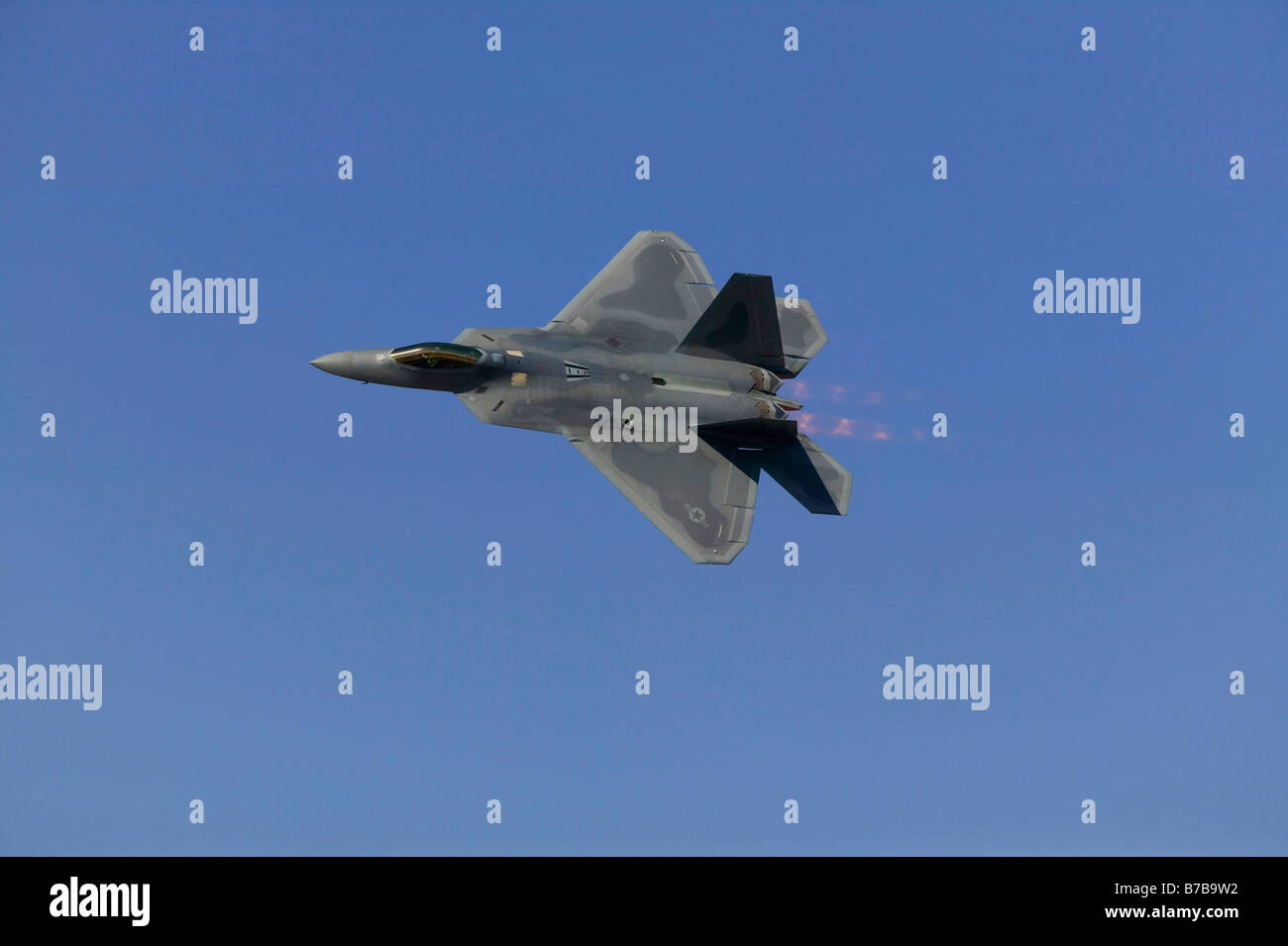 F22 Raptor USAF fighter at speed - Stock Image