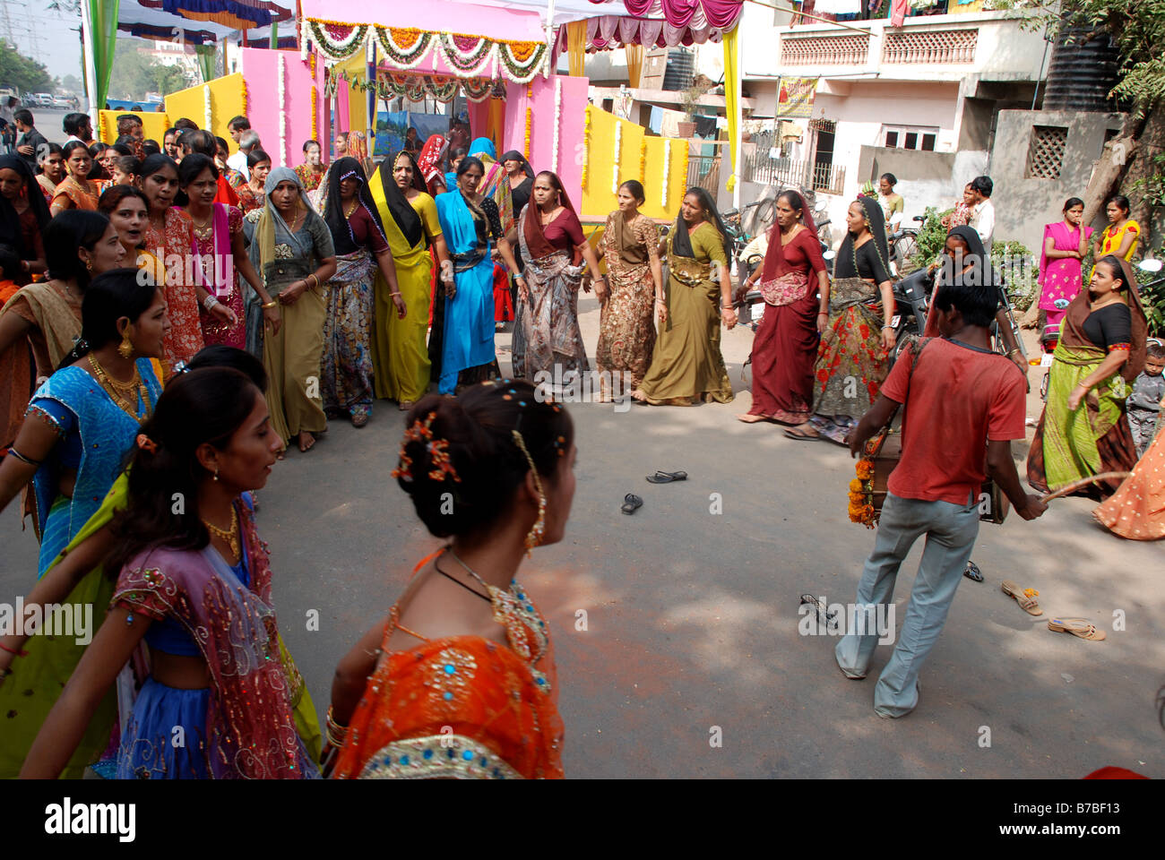 A wedding scene in Ahmedabad, Gujarat, India. - Stock Image