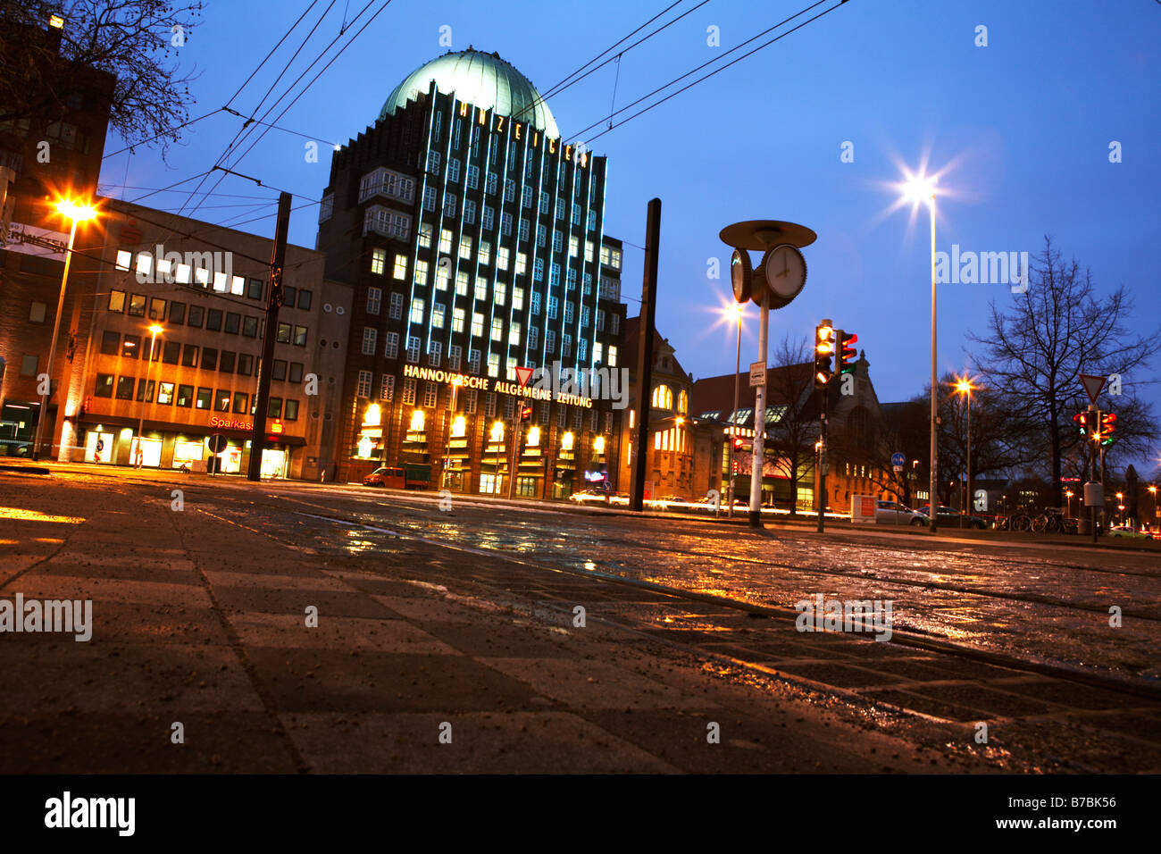 Anzeiger Hochhaus Building and tram station Steintor in Hanover at night. - Stock Image