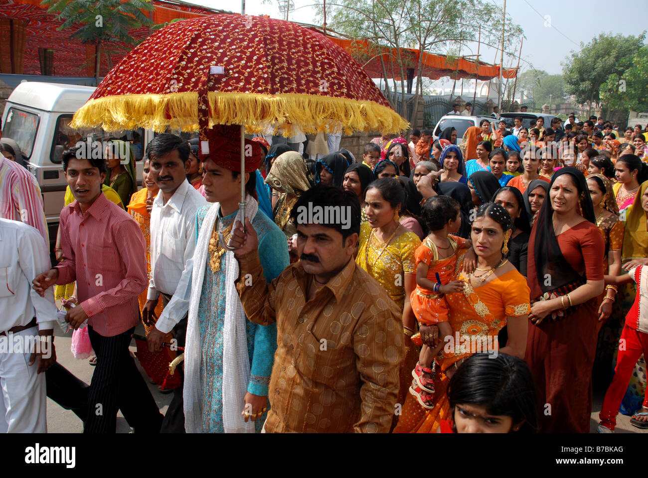 The groom being led in procession to his wedding ceremony, Ahmedabad, India. - Stock Image
