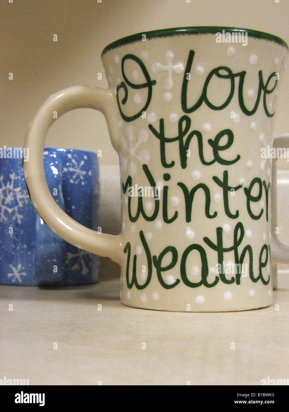 Coffee mug with a humerous statement about enjoying the winter weather - Stock Image