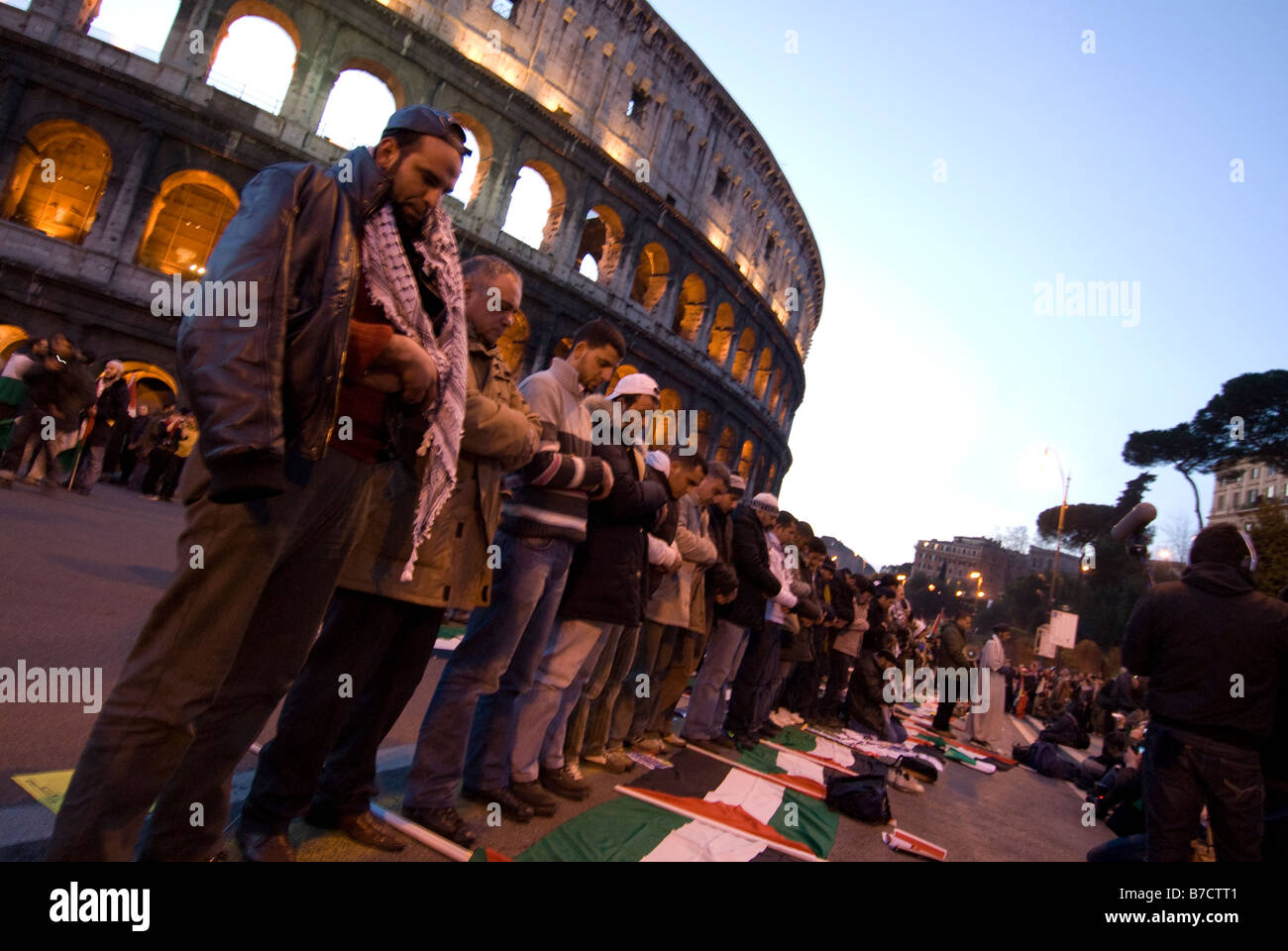 Palestinians pray during the demonstration against Israel  massacre of palestinian people in Gaza, Rome, Italy, - Stock Image