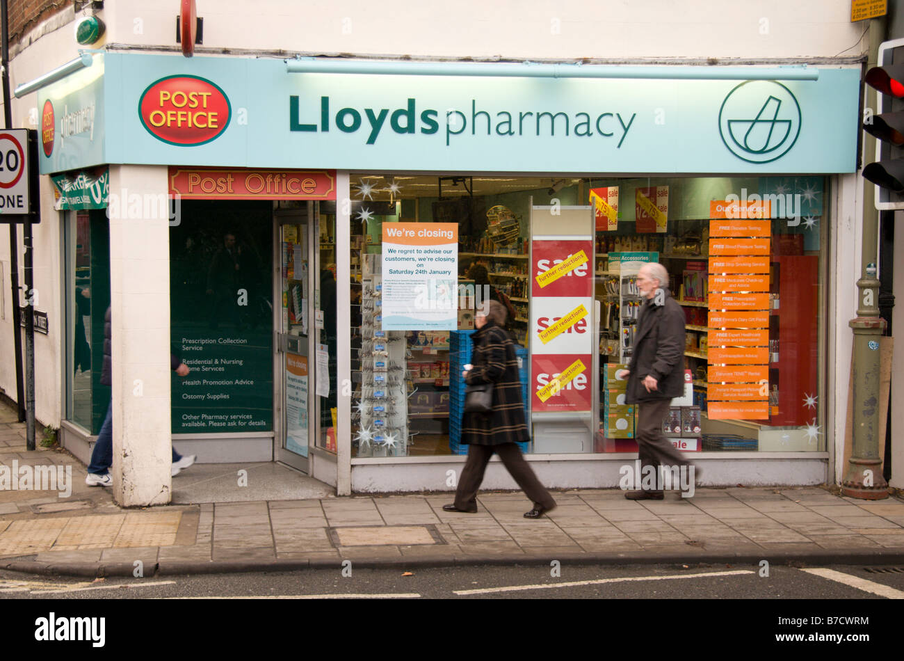 Shop front of the Lloyds Pharmacy and Post Office, Woodstock Rd, Oxford England. Jan 2009 - Stock Image