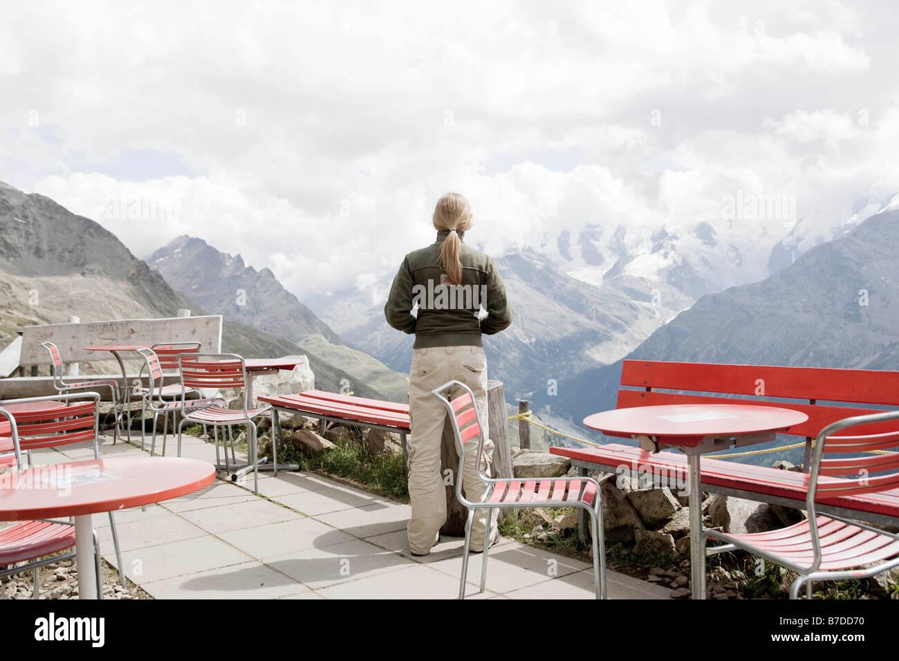 girl using binocular to view mountains - Stock Image
