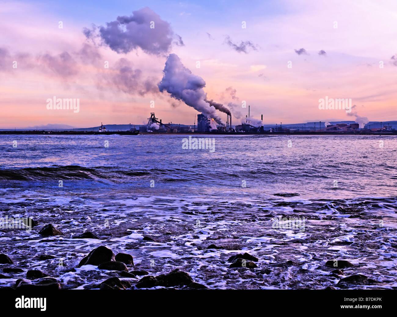 Industrial coastline at Teeside - Stock Image