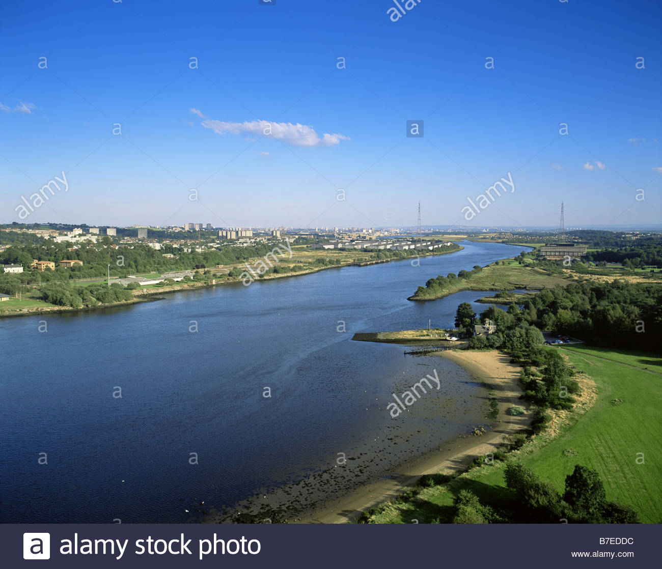 THE VIEW DOWN THE RIVER CLYDE FROM THE ERSKINE BRIDGE TOWARDS CLYDEBANK RENFREWSHIRE - Stock Image