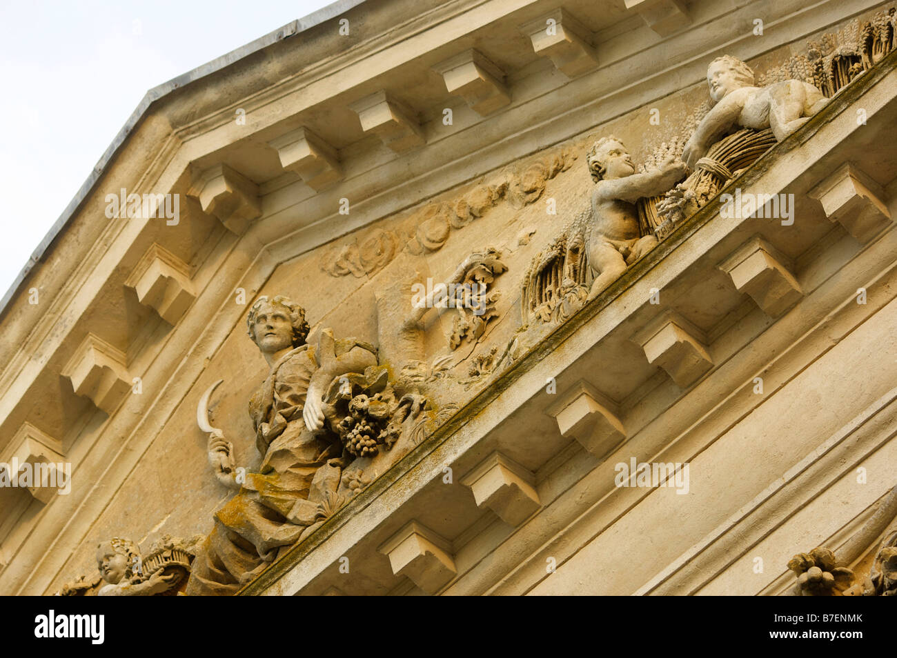Detail of the sculpture on the pediment of the grade 1 listed 18th century mansion Kirtlinton Park near Oxford UK Stock Photo