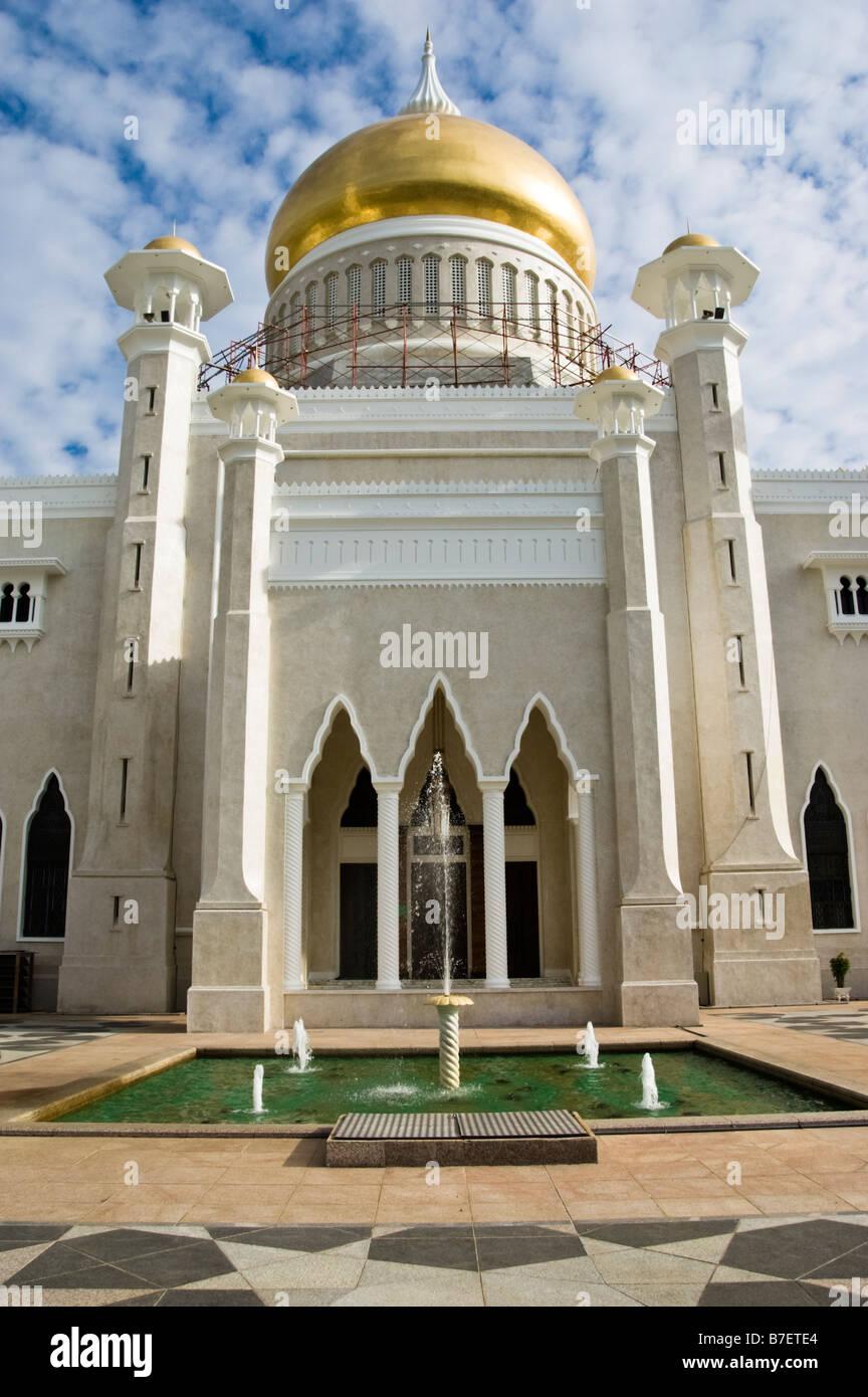 Sultan Omar Ali Saifuddin Mosque, Bandar Seri Begawan, Brunei - Stock Image