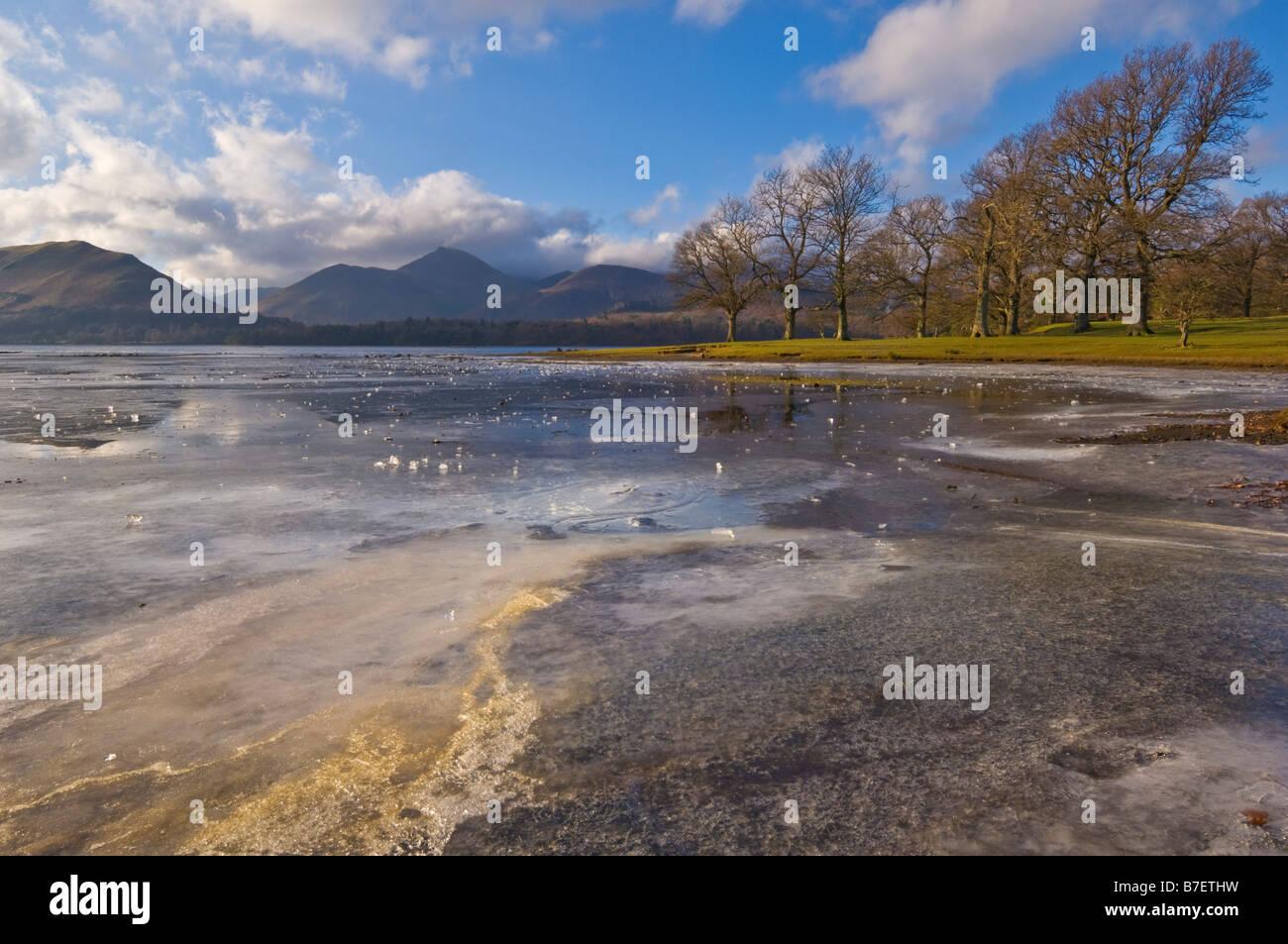 Bhz bhz bhz bhz Derwent water derwentwater frozen on a winter morning near Friars Crag Keswick Lake District Cumbria - Stock Image