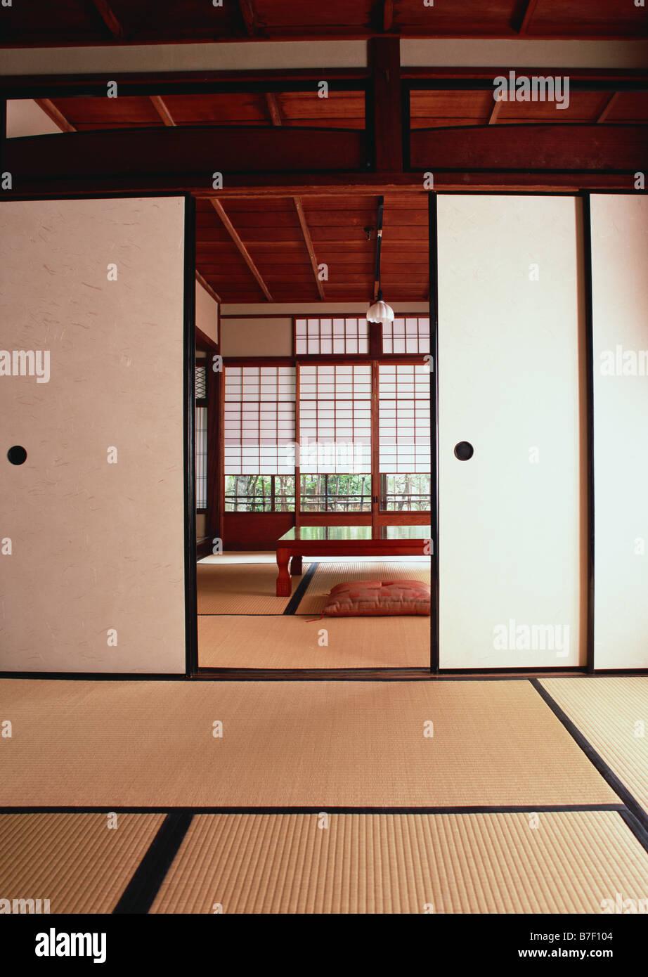 Prime Traditional Japanese Style Room Stock Photo 21843028 Alamy Download Free Architecture Designs Xaembritishbridgeorg