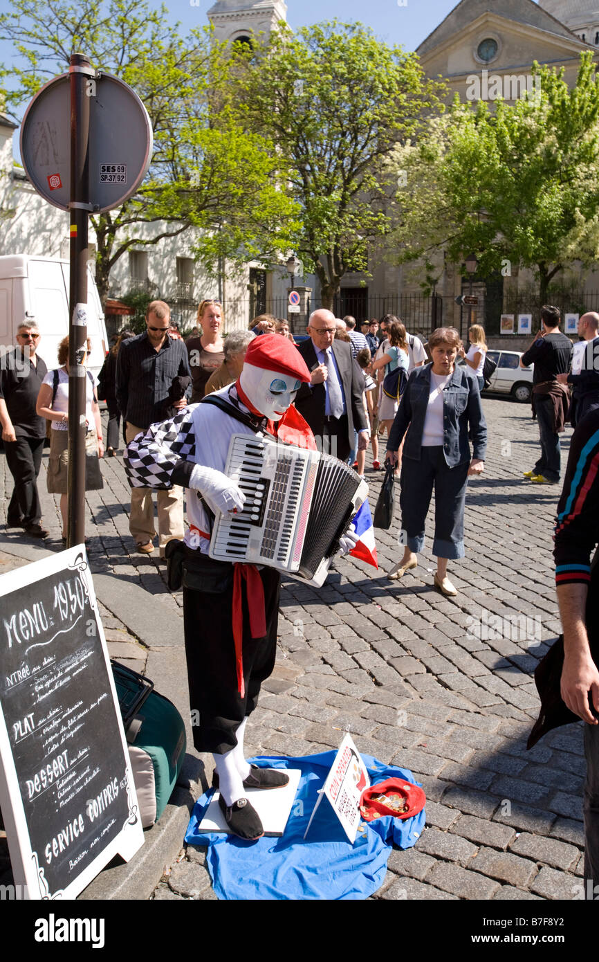 mime artist in montmartre - Stock Image