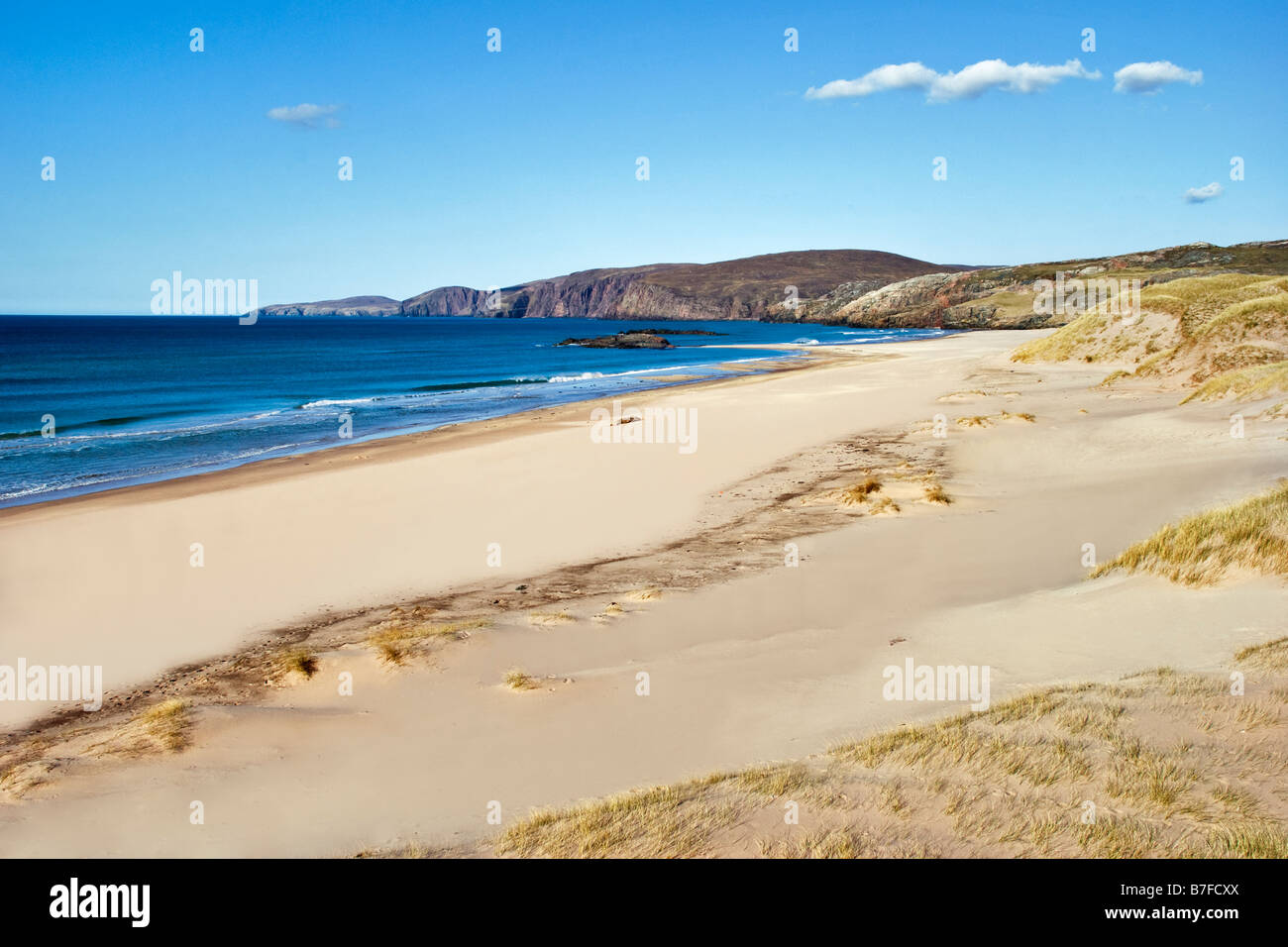 The beach and dunes of Sandwood Bay Scotland which can only be reached on foot from Sheigra Taken on an almost cloudless - Stock Image