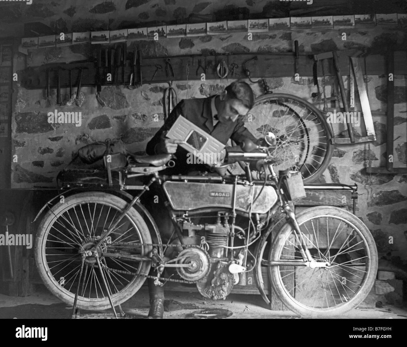 moto ancienne old motorbike year 1900 france - Stock Image