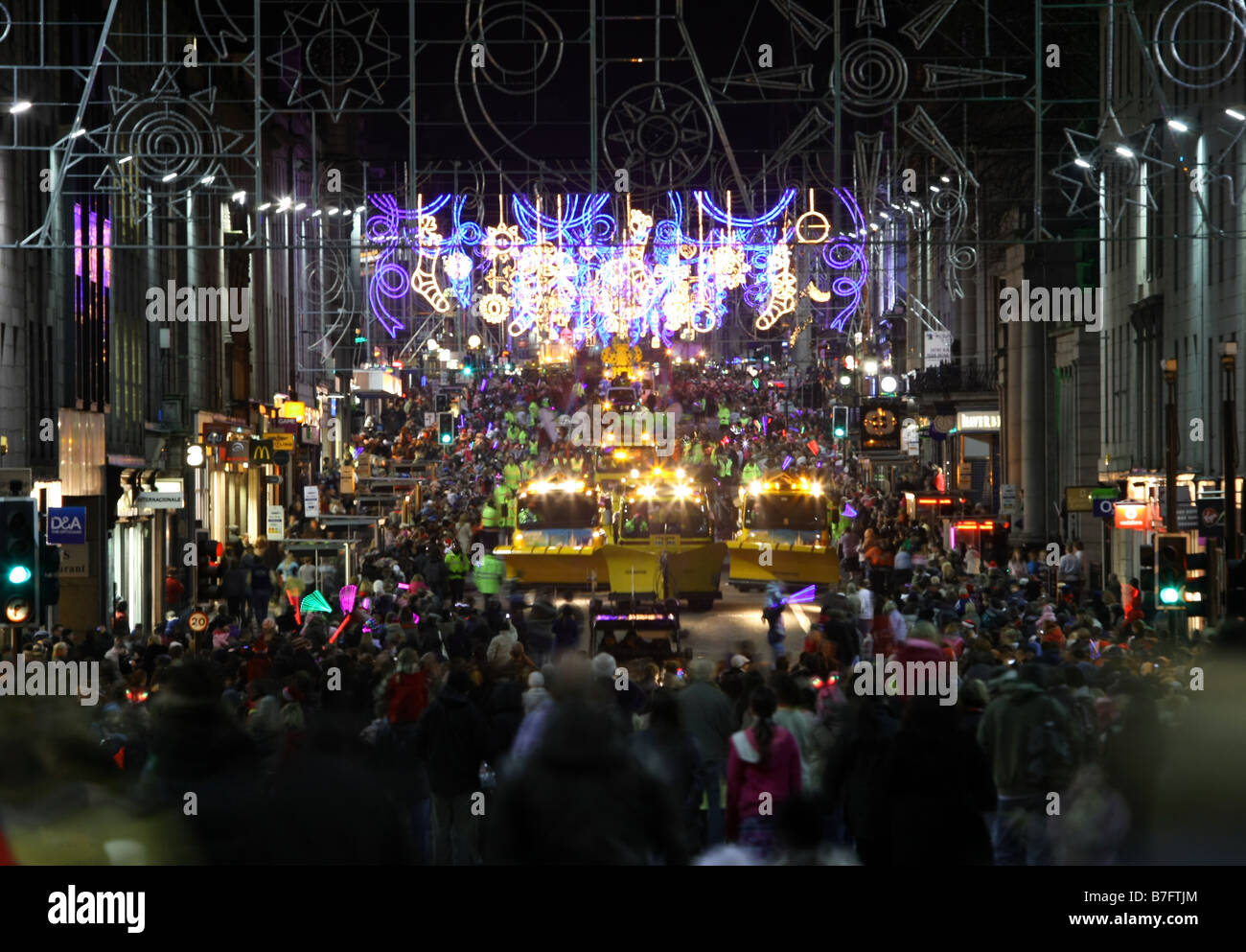 Crowds gather for the annual Christmas lights switch on in Union ...