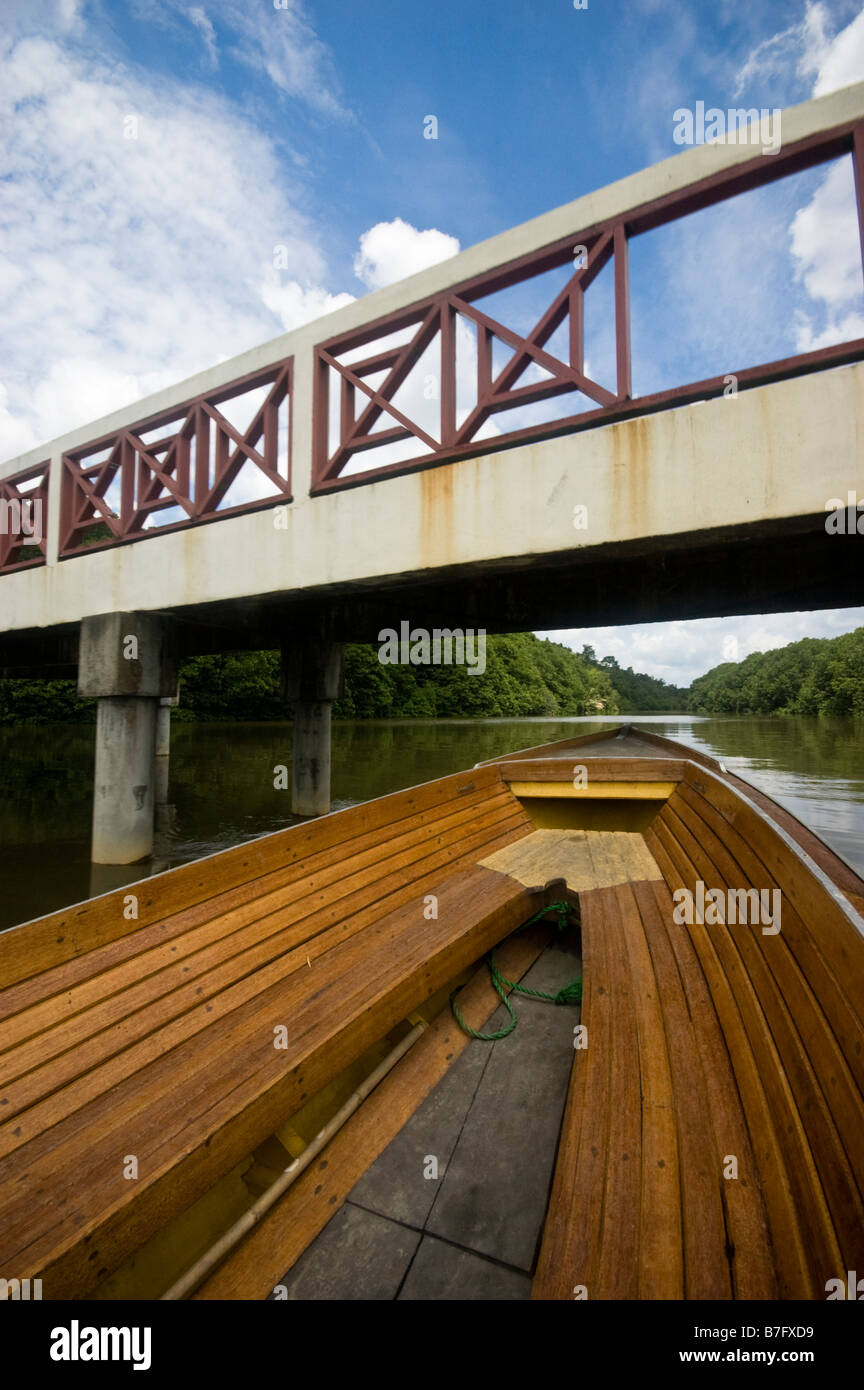 Boat going under bridge on tour of Brunei river and Kampung Ayer water village in Bandar Seri Begawan, Brunei - Stock Image